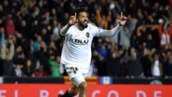 Valencia se mete en la terna por la Champions con gol de Garay.