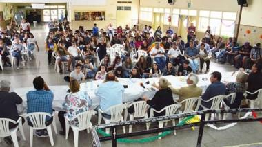 Los precandidatos a la intendencia de la ciudad de Trelew dialogaron con los jóvenes de la Escuela Nº 714.