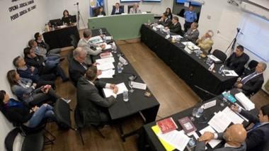 Audiencia. Una postal de las partes en la Oficina Judicial en pleno debate, buscando unos el beneficio y otros, que el grupo vaya a las audiencias.