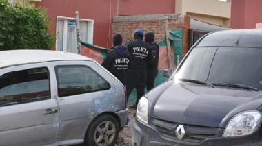 La casa está usurpada y allí encontraron el armamento y numerosos elementos denunciados como robados.