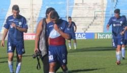 El cotejo se jugó en el estadio de Racing de Córdoba, a puertas cerradas, y Gimnasia y Tiro necesitaba ganar o empatar por más de un gol para no perder la categoría.