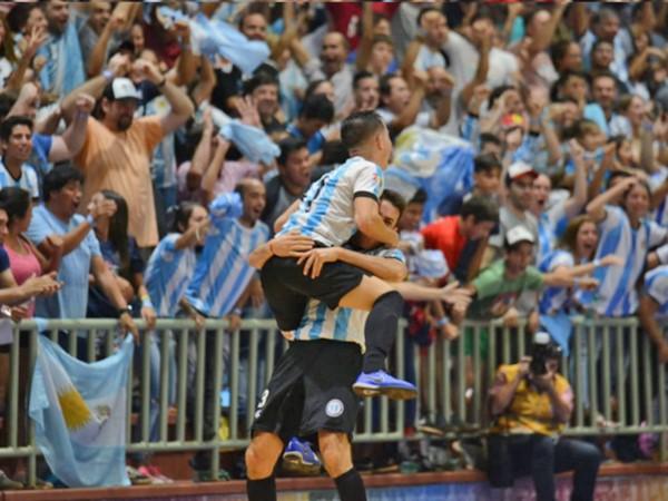 El título de 2016 fue logrado en una competencia regida por FIFA y el de hoy fue la de fútbol de salón que es regida por la AMF.