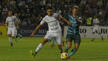 Independiente Rivadavia derrotó por la mínima a Brown y quedó a un punto de la zona del reducido. (Foto: Los Andes).