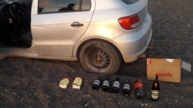 El vehículo se encontraba encajado frente al  anfiteatro lleno de bebidas alcohólicas y con un bebé.