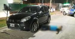 El joven, identificado como Esteban Alexis Batista (19), murió a los pocos minutos y su cuerpo quedó tendido al lado del auto.