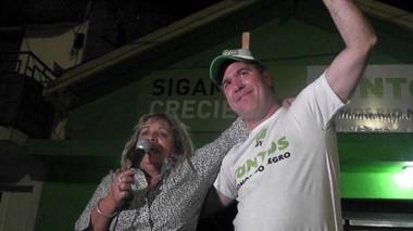 Del Agua y Pogliano festejaron el triunfo de Juntos Somos Río Negro.