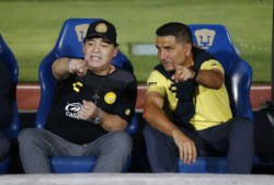Maradona, multado por comentarios políticos.