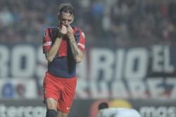El grito goleador de Gonzalo Rodríguez y de todo San Lorenzo. A los 46', el defensor cabeceó un centro y la puso al lado del palo para el 1-0 parcial.