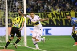 Alfaro comandó un nuevo entrenamiento de Boca y paró a Tevez entre los titulares.