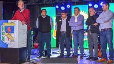 Desde Comodoro Rivadavia el gobernador se dirigió a los presentes durante el encuentro con gremios.