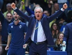 Julio Velasco dijo adiós: se retiró el entrenador de vóley que fue elegido el mejor del siglo XX.