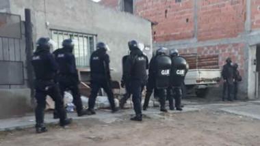 Uno de los allanamientos se realizó en el barrio Don Bosco.