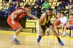 En una reedición de la última final del básquet zonal, el Aurinegro le ganó por uno a la Academia.