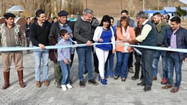 Arcioni en una de las inauguraciones realizadas por las comunas del interior de la provincia que visitó.