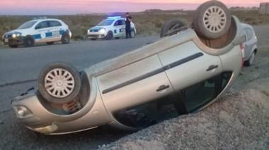 La conductora se encandiló y perdió el control de vehículo provocando un vuelco sin lesionados.