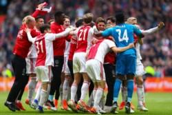 Ajax festejó el campeonato que se suma a la Copa de Holanda, aunque matemáticamente aún no lo es.