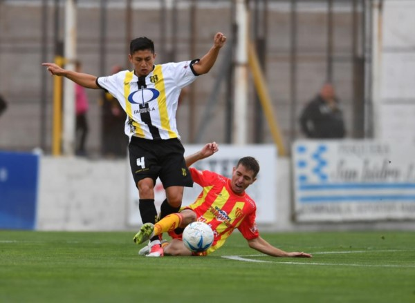 """Deportivo Madryn y Sarmiento se midieron en el estadio """"Abel Sastre""""."""