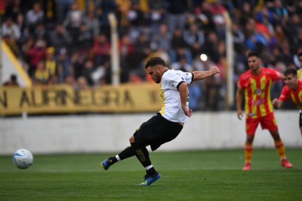 Gol de penal de Giménez a los 23 minutos del primer tiempo.
