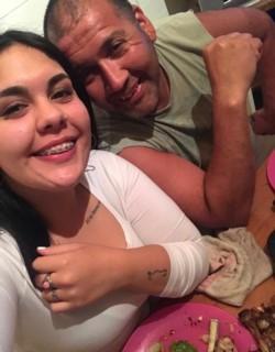 Gaia Delgado y su padre, quien fue apuñalado en alta mar