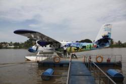 Al menos tres muertos, diez heridos y desaparecidos por el choque de dos hidroaviones en Alaska.
