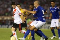 River y Cruzeiro se enfrentaron en cuartos de final de la Libertadores 2015. En el Monumental, el