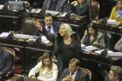 """Gritos e insultos entre Carrió y Massot en el Congreso: """"No pensé que eras tan hijo de p…""""."""