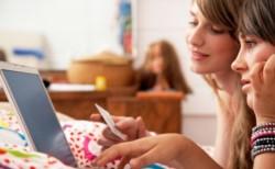 La caja de ahorro estará asociada a una tarjeta de débito mediante la cual el adolescente podrá hacer compras, transferencias y extracciones en cajeros automáticos.