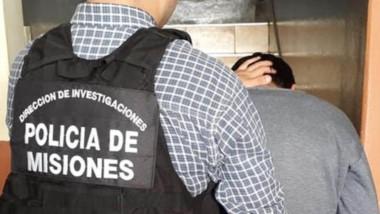 Preso. Momentos en que la Policía misionera procedía a la detención.