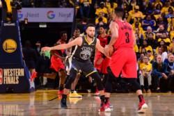 El mejor del encuentro fue Stephen Curry, quien anotó 37 puntos, entregó 8 asistencias y consiguió 8 rebotes.