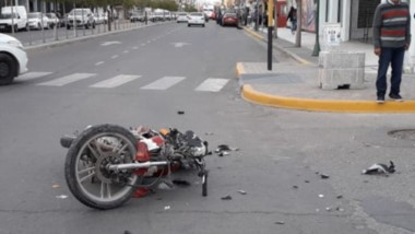 Así quedó la moto luego de haber sido partícipe de la colisión que por fortuna, no causó lesiones graves.