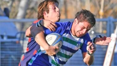 """Rodrigo Lugo soporta la marca de dos rivales. Las """"Cebras"""" se quedaron con la victoria y el primer puesto."""