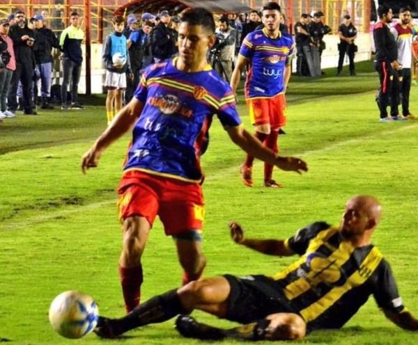 El Aurinegro sufrió hasta que llegó el gol salvador de Birge. (foto: Diario Chaco).