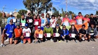 """Los atletas participaron ayer en la corrida """"Todos Unidos por Lelia""""."""