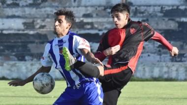 """Gaiman FC y Los Aromos cerraron ayer la novena fecha del torneo Apertura de la Liga del Valle en la Villa Deportiva. Fue triunfo """"Rojinegro"""", por 3-2."""