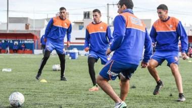 El plantel de J.J. Moreno realizó ayer la práctica habitual de fútbol de cada semana. La delegación morenista viaja mañana a Comodoro Rivadavia.