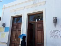 Se registraron daños en la mampostería y vidrios de Casa de Gobierno (foto Tu Lugar FM)