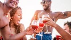 Además de alcohol y sexo, se prometía por las redes sociales para el evento a celebrarse en una casaquinta sorteo de dinero en efectivo.