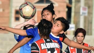 Huracán y Alumni, primero y segundo de la Zona A,  jugaron un partidazo en Trelew que finalizó igualado 3-3.