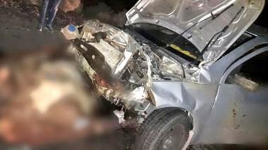Destrozos. Así quedó uno de los dos vehículos que protagonizaron el accidente en la ruta.