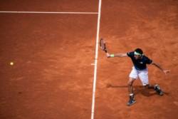 Mayer luchó hasta el final pero cayó 6-2, 6-7 (8) y 6-4 ante Joao Sousa en la primera ronda.