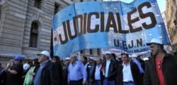 La Unión de Empleados de la Justicia de la Nación (UEJN), que conduce Julio Piumato, ratificó hoy el paro general nacional desde las 11 de este miércoles.