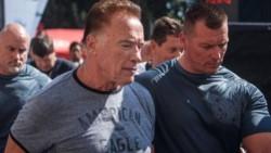 El agresor fue inmediatamente fue reducido por el personal de seguridad de Schwarzenegger.