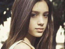 Lola Chomnalez.