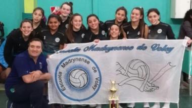 Las chicas de la categoría Sub 15 de la Escuela Madrynense de Vóley se consagraron campeonas provinciales.