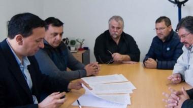 La firma del convenio con los desocupados de la construcción.