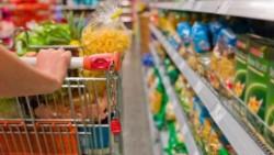 Según el Indec, la canasta básica aumentó 2,6% y la alimentaria 1,8% en abril.