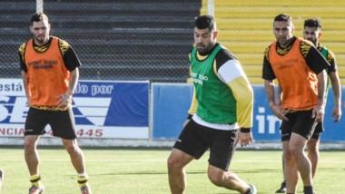 """Práctica del """"Aurinegro"""". El entrenador Jorge Izquierdo analiza introducir cambios ofensivos."""