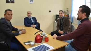 Cumbre. Massoni y Castillo discutieron cómo tratar las ocupaciones.