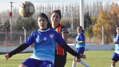 Alumni recibirá hoy a La Ribera, en tanto que Huracán será local de Roca, por la Zona A del fútbol femenino.