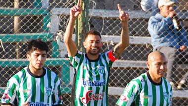 Darío Pellejero festeja el segundo gol del partido. El capitán de Germinal también marcó el primero minutos antes y abrió el camino del triunfo.